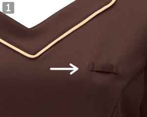 ニットワッフルシャツのポイント1:左胸に便利なネームプレートループ付き