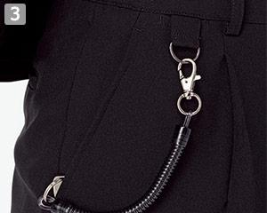 収納に便利な両腰ポケット付き