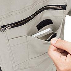左胸ポケットにはマジックテープ付きで安心収納。