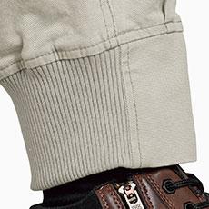 裾リブ仕様で足元がすっきり。ブーツインも楽々で、丈直しも不要。