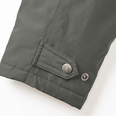 袖口アジャスト機能で調整可能。