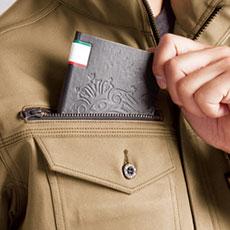 野帳(レベルブック)が入る大容量ポケット(右・深さ21cm)