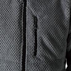 胸ポケット。