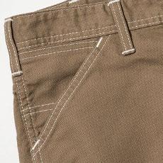 サイドには出し入れしやすい斜めポケット。右側コインポケット付き。
