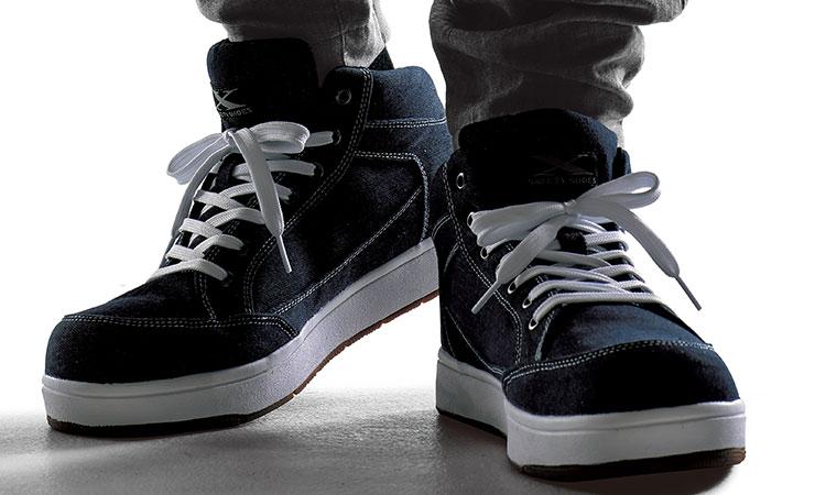 スニーカータイプの安全靴