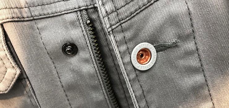 現場服のスナップボタン