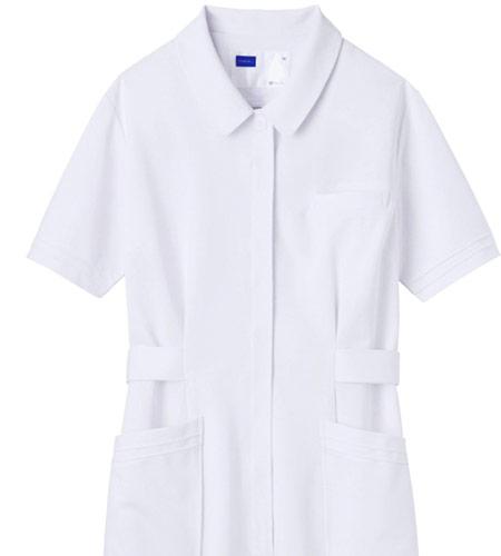 ニット素材のワンピース白衣