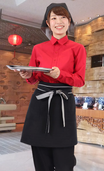 赤シャツが映える中華風スタイル