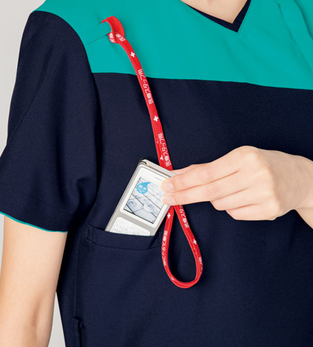 機能的な携帯電話ポケット&肩ループ