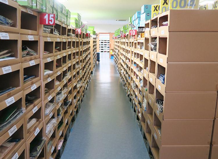 早くお届けできるよう自社倉庫に在庫を豊富にかかえています。