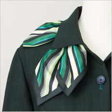 襟下にブローチ用のタブ付き(左右)。ピンによる製品へのダメージを防ぎます。
