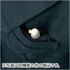 胸ポケット内に、ペンホルダー付き。