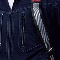 胸ポケットがベルトに隠れないデザイン仕様