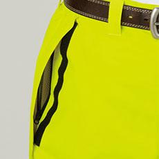 中に履いているズボンからものが取り出しやすいスルーポケット