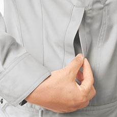 両脇ポケットは逆玉ポケットで物が落ちにくくなっています。