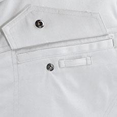 左胸ポケットにネームホルダーループ付き。