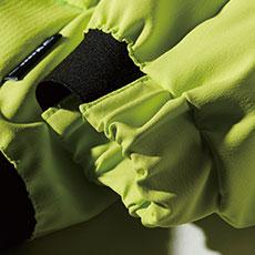 袖口ジャガードゴム仕様で袖まくりも簡単