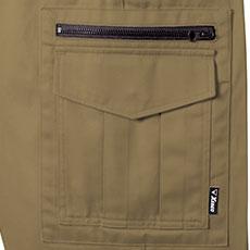 カーゴポケットは右にファスナーポケット付き。