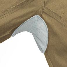 吸汗消臭タイプの脇パッド付き。