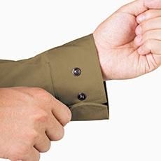 ボタンは隠し仕様で傷つきにくく、金属製で丈夫。