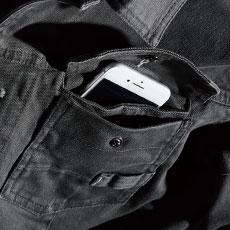左胸はダブルポケットで長物やスマホを入れるのに便利