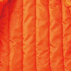 胴裏には嵩高中綿を使用し、保温性とボリューム感がアップ。