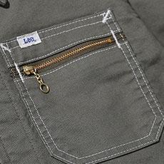 ジッパー付きの胸ポケット