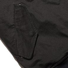 フラップ付きの両脇ポケット