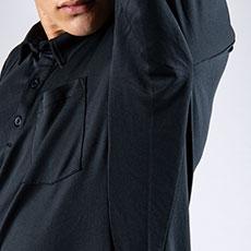 トリカット縫製で脇部分の縫製をなくし、腕を上げたときのつっぱり感を軽減。